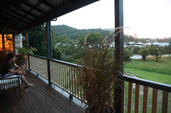 Eumundi Gridley Homestead B&B: Glass of red at the end of the day