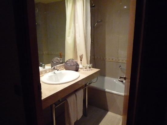 salle de bains - picture of elba vecindario aeropuerto business ... - Salle De Bains Photos