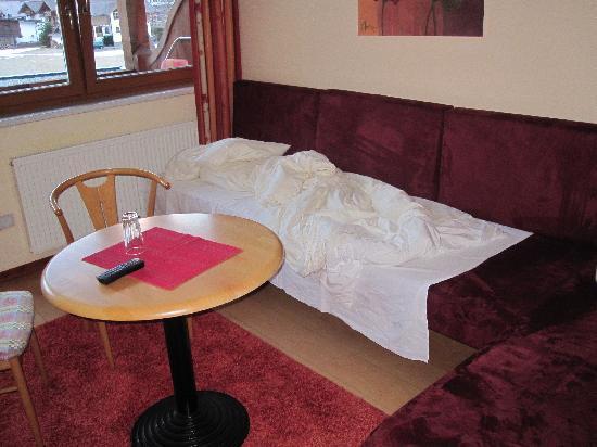Hotel Sunny: Sitzecke als Schlafplatz