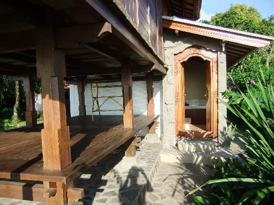Puri Lumbung Cottages: dehors