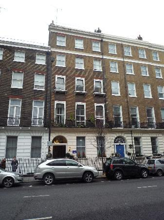 Marble Arch - Gloucester Place Hotel: View of hotel from other side of the road