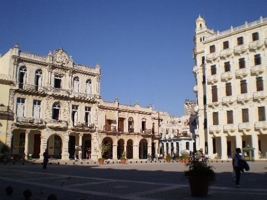 จตุรัสเมืองเก่า: Plaza Vieja