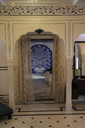 Royal Heritage Haveli: Royal Suite - Doorway to bedroom