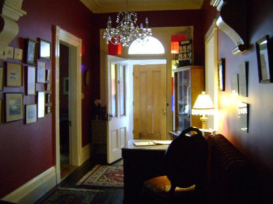 Davies House Bed and Breakfast: Lobby from opposite angle