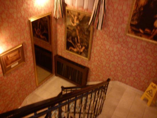 Hotel Dvorac Gjalski : Stairs