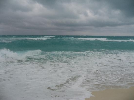 Melia Cayo Santa Maria : Waves can be quite high on a windy day