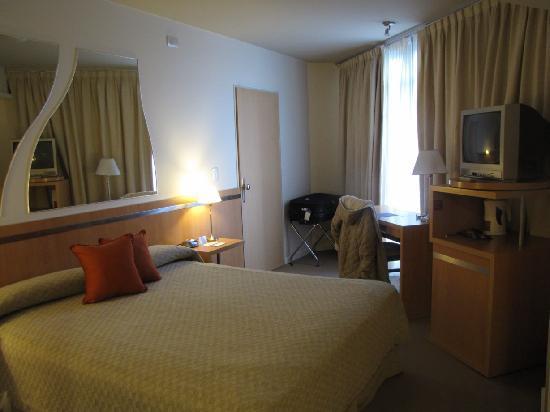 Maran Suites & Towers: Habitación