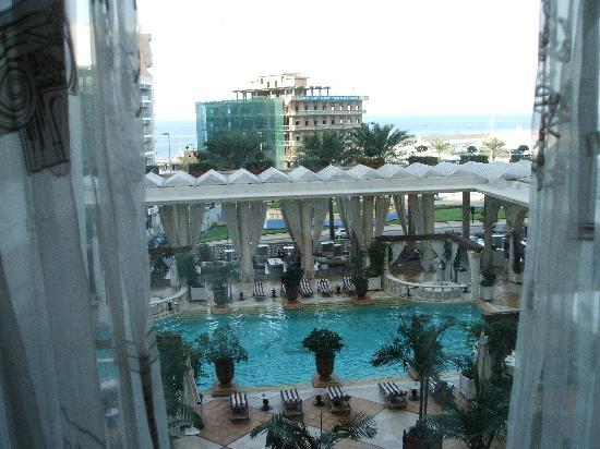 Phoenicia Hotel : Swimming pool