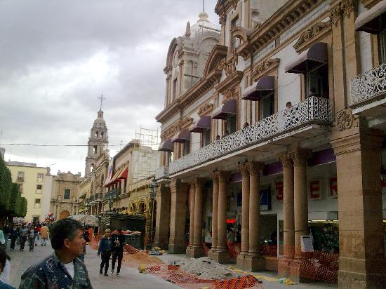 La Sierra Tires >> Plaza Mártires del 2 de Enero. León, Guanajuato. México ...