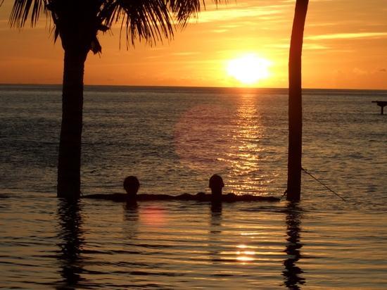 Bodu Huraa Maldives: vista piscina