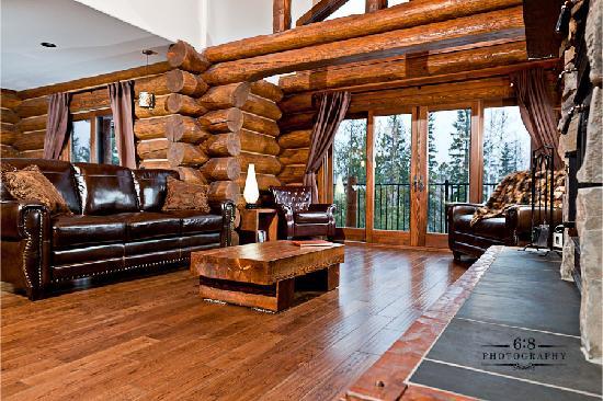 Blackstone Lodge: warm and cozy lounge