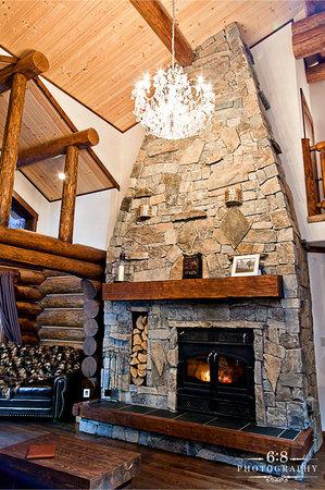 Blackstone Lodge: Log fire in the lounge
