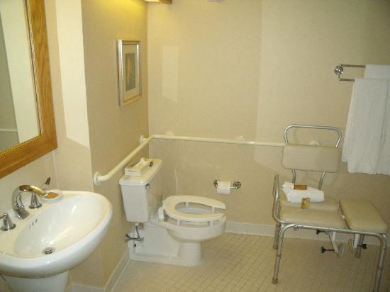 Hyatt Regency Princeton: Handicap Bathroom