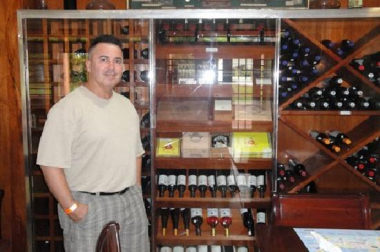 Adjuntas, Puerto Rico: Great selection of wines and cigars