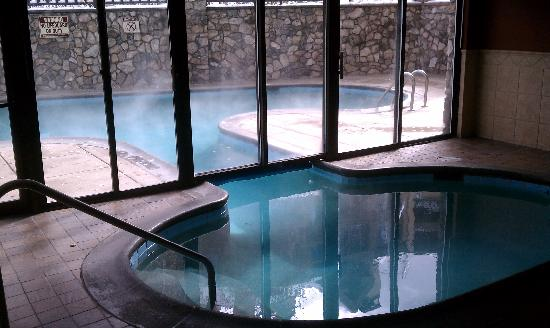 Beaver Creek Lodge: The inside entrance to the pool
