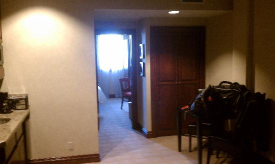 Beaver Creek Lodge: A view from the door of the room..