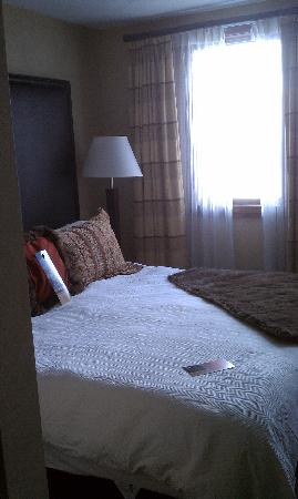 Beaver Creek Lodge: The bedroom wasn't very large...