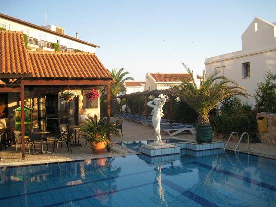 Anais Bay Hotel: бассейн
