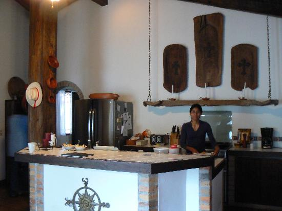 Hacienda la Esperanza : kitchen with Tony