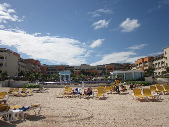 Iberostar Rose Hall Suites: no rocks, sandy beach