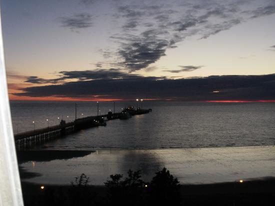 Australis Yene hue : una vista del amanecer en Madryn, desde la habitación