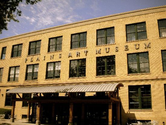 Plains Art Museum: Exterior