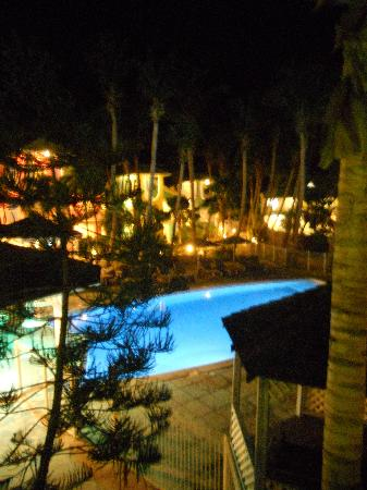 Piscine le soir picture of la playa orient bay orient for Club piscine fitness trois rivieres