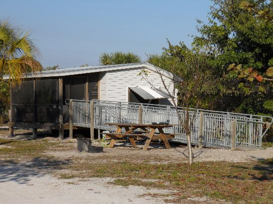 Boca Grande, Floryda: Wheelchair accessible cabin with bathroom/shower across the street