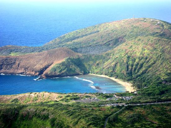 Hanauma Bay Nature Preserve: View of the bay from the top of Koko Crater