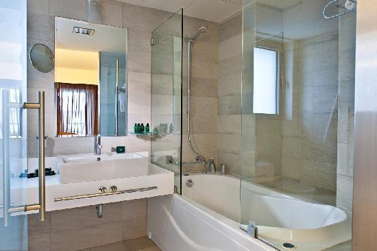 Civitel Olympic Hotel: Bathroom