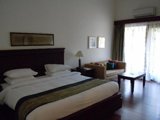 BEST WESTERN Devasthali Resort Goa: very comfortable bed