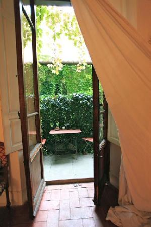 Le Tre Stanze: Out to the garden