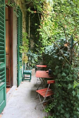 Le Tre Stanze: Nice space to enjoy the garden