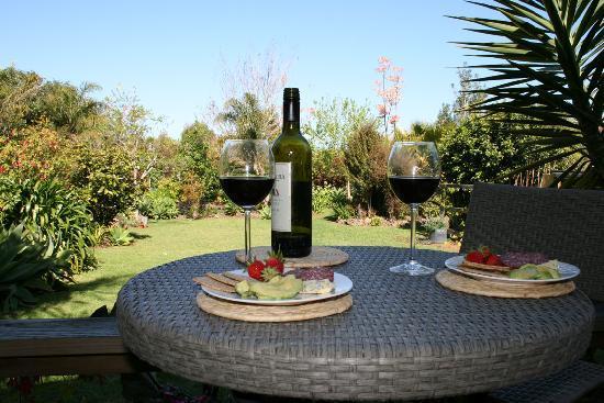 Rainbow Falls Lodge B&B: Relax with a wine