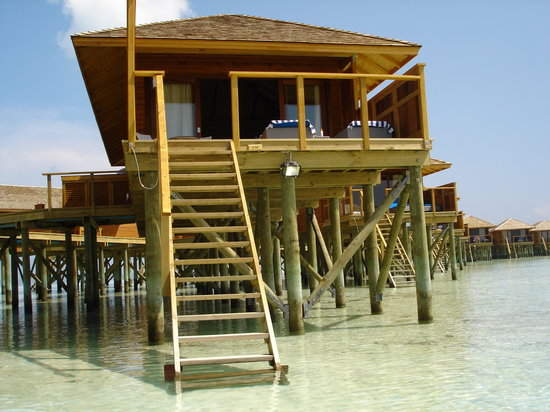 Vilamendhoo Island Resort & Spa : JWV from in the water