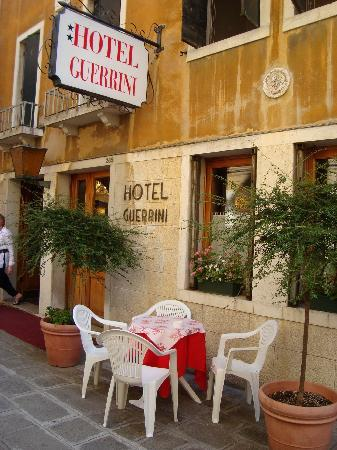 Hotel Guerrini : hotel from the front