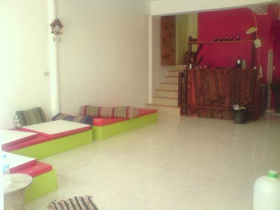 Dancing Elephant Hostel: Downstairs space