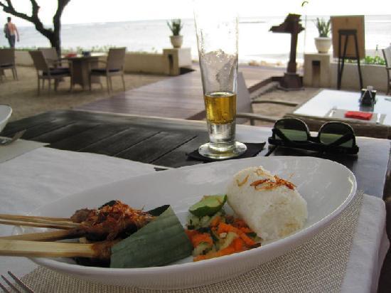 โรงแรมดิสคัฟเวอรี่ คาร์ติกา พลาซ่า: Beer and japanese at sunset