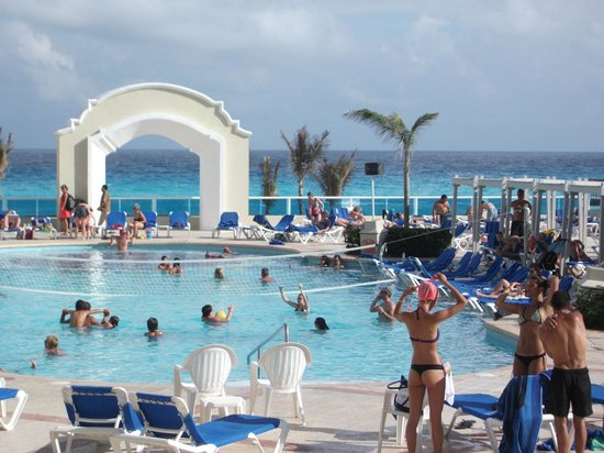 Gran Caribe Resort: Pool area