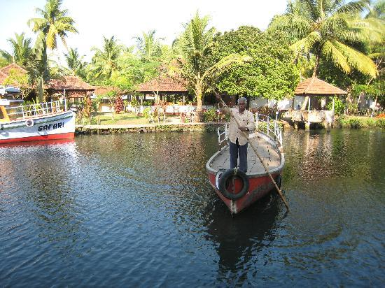 Coir Village Lake Resort: Boat to take you across to reception and restaurant