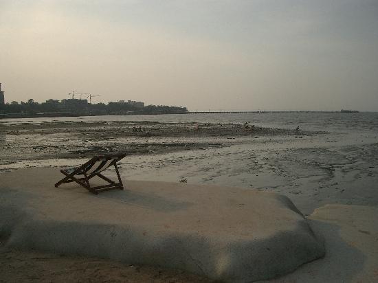 Naklua Beach Resort: Beach and Sea