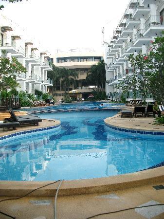 Naklua Beach Resort: Hotel & Pool