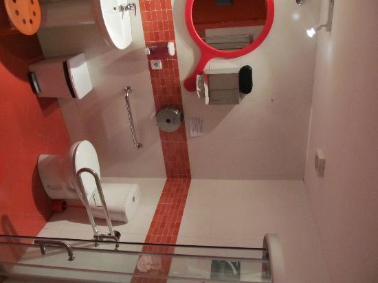Garden House Hostel Barcelona: Badezimmer im 4er-Zimmer