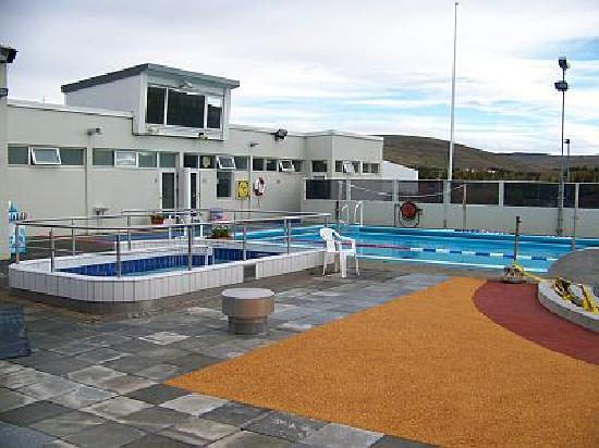 Mosfellsbaer, Iceland: The swimming pool - Varmarlaug