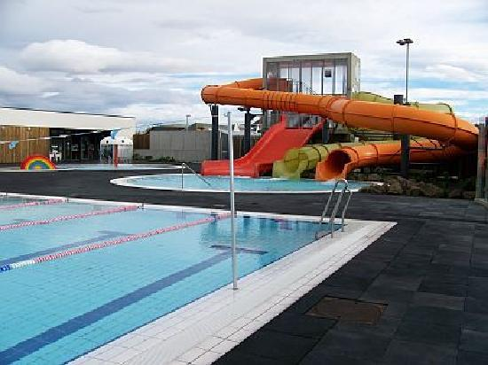 Mosfellsbaer, Iceland: The swimming pool - Lagafellslaug