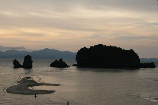 Tanjung Rhu Resort: Low tide