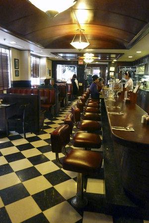 Du-Par's Restaurant and Bakery: Classic old time diner