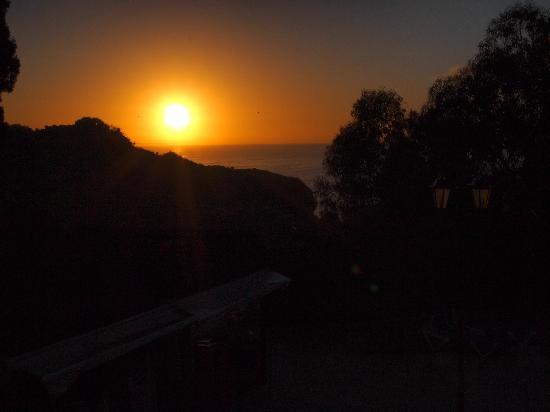 Auramar Beach Resort: sunrise from the room