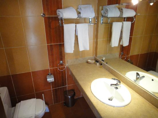Falcon Naama Star: beautiful bathroom