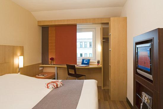 Ibis Gyor: Ibis Hotel room